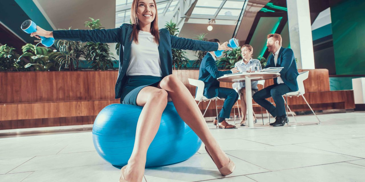 Pourquoi adopter le swiss ball au bureau